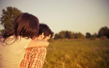 Które kobiety przyciągają młodszych mężczyzn? Według astrologii kobiety spod pięciu znaków zodiaku wolą młodszych od siebie partnerów. Jesteś na liście?