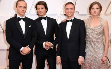 Oscary 2020: Gwiazdy na czerwonym dywanie [ZDJĘCIA] Jak wypadli Polacy? Eliza Rycembel, Bartosz Bielenia i Jan Komasa na oscarowej gali