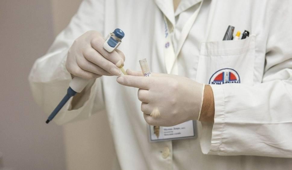 Film do artykułu: Koronawirus atakuje placówki medyczne w Warszawie. Rafał Trzaskowski apeluje o testy dla medyków