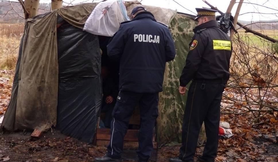 Film do artykułu: Policyjne kontrole miejsc przebywania osób narażonych na wychłodzenie