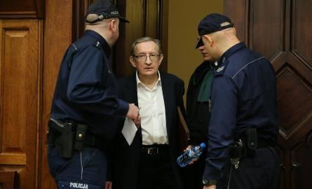 Dziś miał się zacząć proces Piniora, jego asystenta Jarosława Wardęgi i trzech innych osób, którym prokuratura zarzuca korupcję.