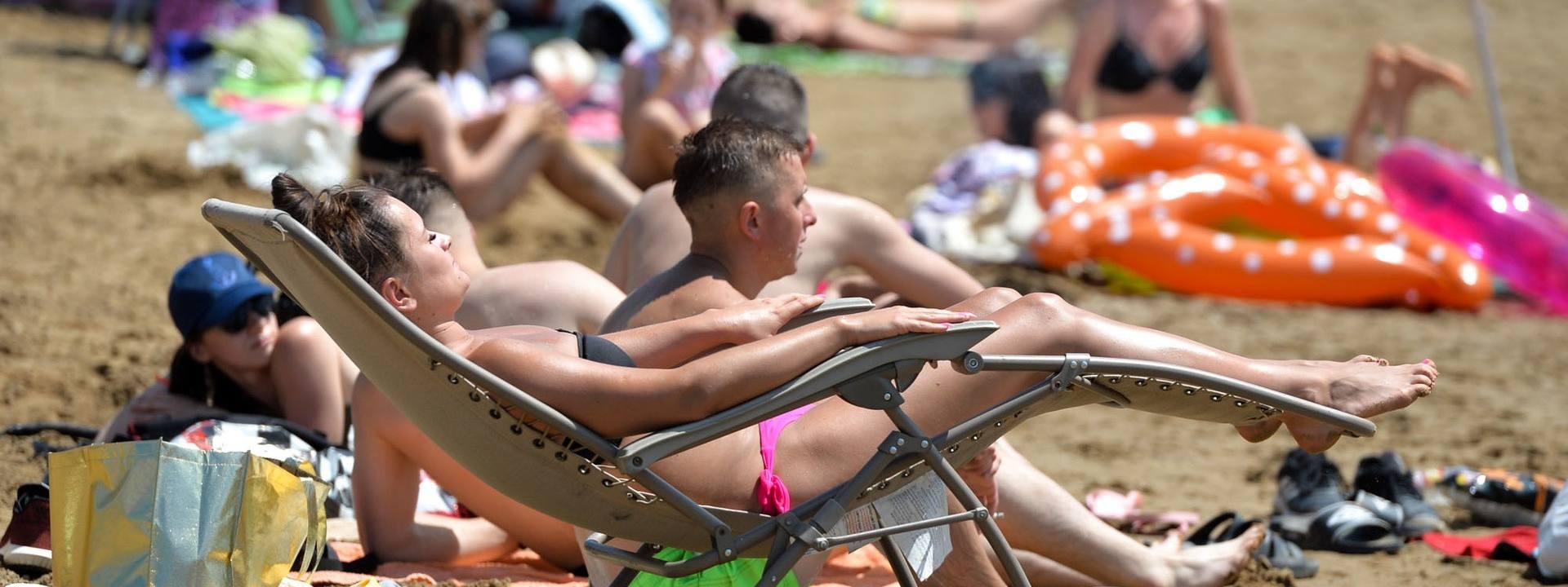 Plaża w Ostrowie pod Przemyślem. Mieszkańcy relaksująsię na żwirowni [ZDJĘCIA]