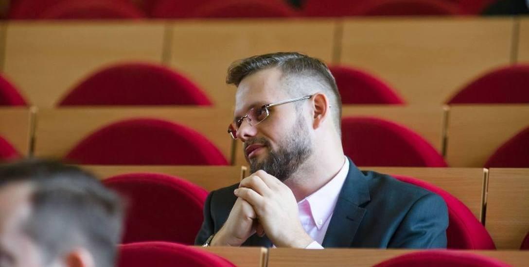 Szefem komisji rewizyjnej nie powinien być radny opozycyjny wobec większości w radzie, ale wobec prezydenta - mówi Piotr Jankowski