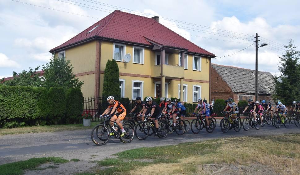 Film do artykułu: Wystartował kolejny maraton dookoła jeziora Miedwie [ZDJĘCIA]