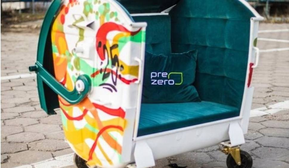 Film do artykułu: WOŚP 2020. Wyjątkowa kanapa z pojemnika na odpady na licytacji 28. finału WOŚP