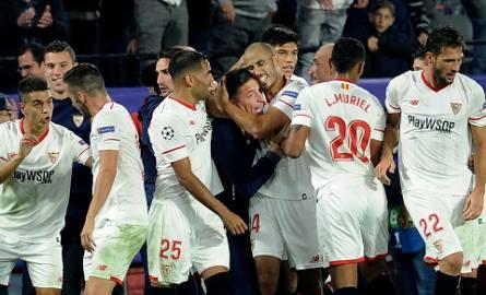 Po wyrównującym golu cały zespół Sevilli podbiegł do trenera.
