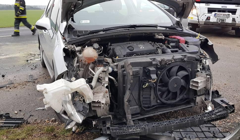 Film do artykułu: Wypadek pod Strzelcami Opolskimi. Passat zderzył się z peugeotem [zdjęcia]