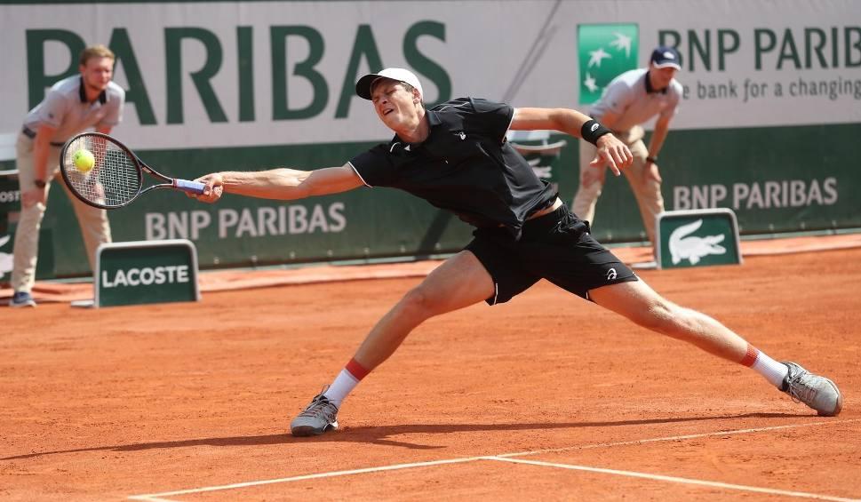 Film do artykułu: Hubert Hurkacz znów to zrobił! Polski tenisista w kolejnej rundzie turnieju w Madrycie