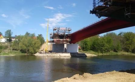Budowa drugiego mostu w Cigacicach to ostatni etap budowy lubuskiego odcinka drogi szybkiego ruchu S3. Kierowcy z zaciekawieniem obserwują postępy prac