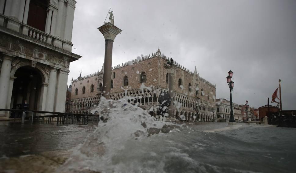 Film do artykułu: Kolejna wielka woda zbliża się do Wenecji. Ma osiągnąć poziom 160 centymetrów
