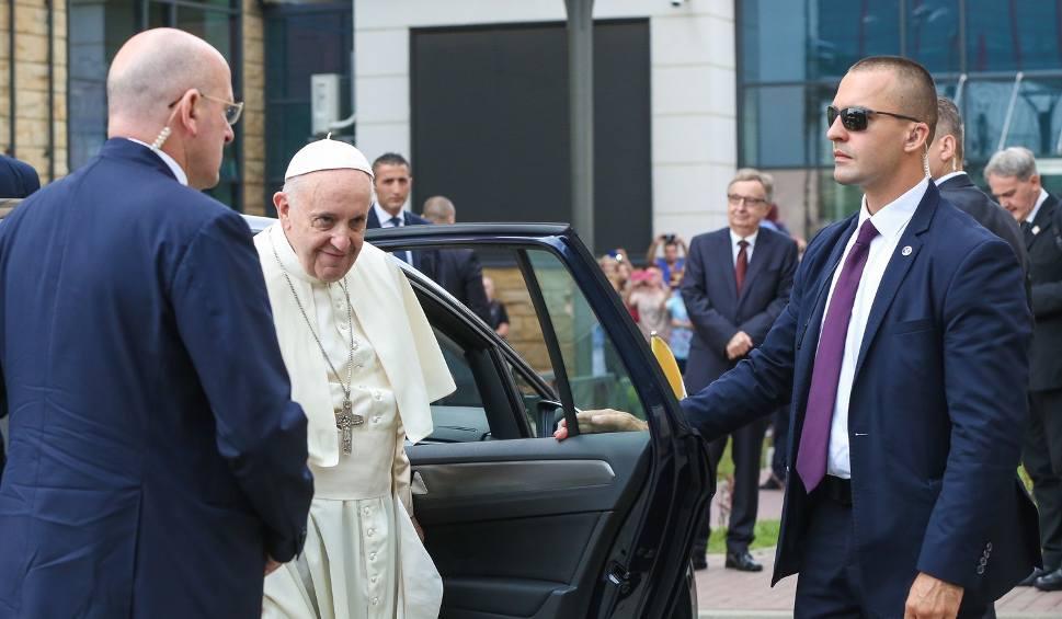 Film do artykułu: Papież Franciszek odwiedził ciężko chorego kardynała Macharskiego [WIDEO, ZDJĘCIA]