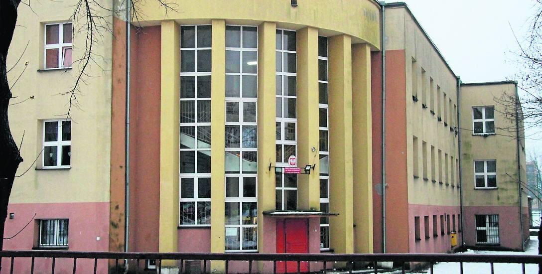 Budynek Szkoły Podstawowej nr 3 jest zbyt mały dla ponad 600 uczniów, więc sytuacja jest teraz patowa
