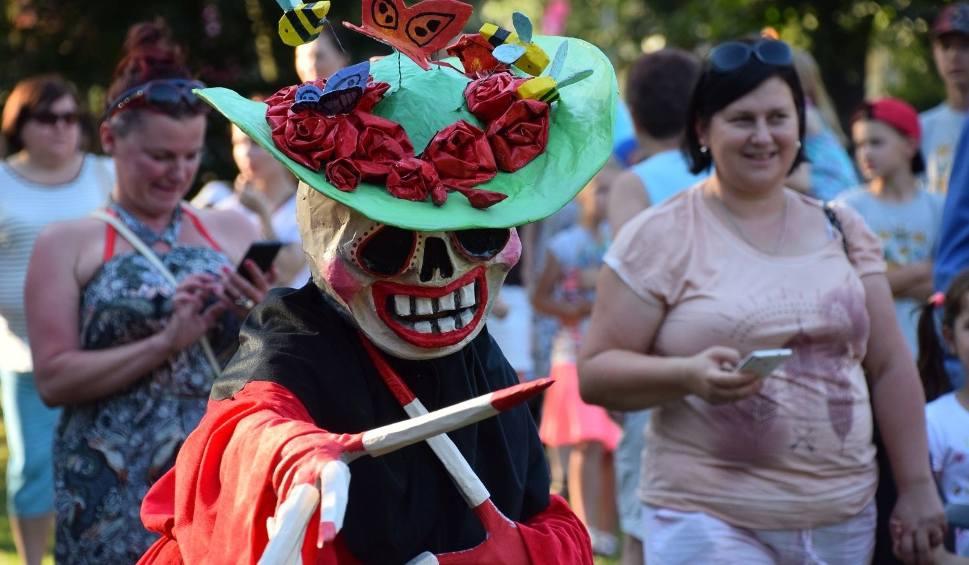 Film do artykułu: Bielsk Podlaski. Park Królowej Heleny. IX Festiwal Teatralny Wertep. Dance Macabre (zdjęcia)