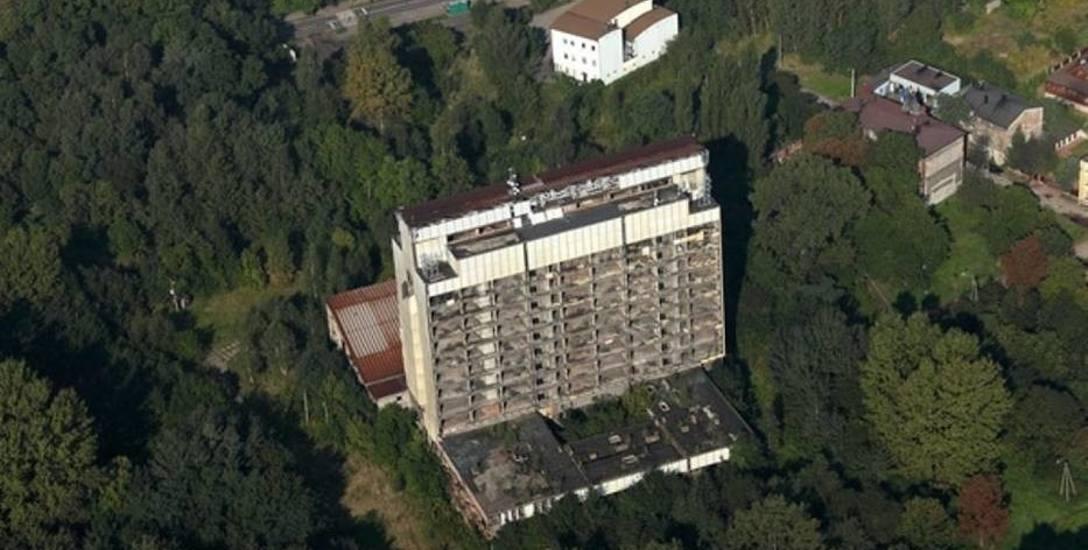 Nigdy nie ukończony budynek Wydziału Farmacji ŚUM wyburzono w 2016 roku.