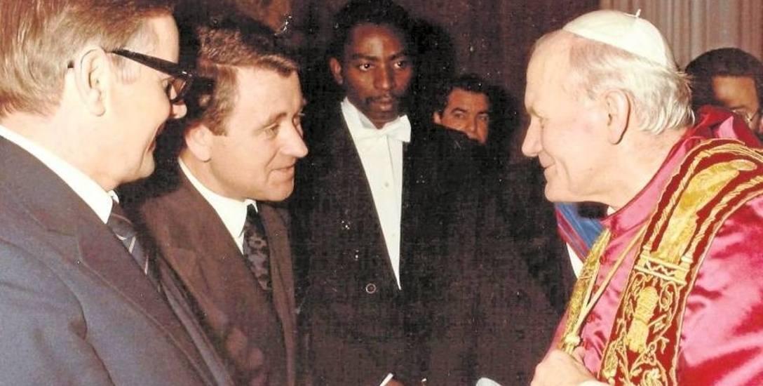 Edward Kotowski jako agent wywiadu wielokrotnie miał okazję ściskać rękę papieża Jana Pawła II