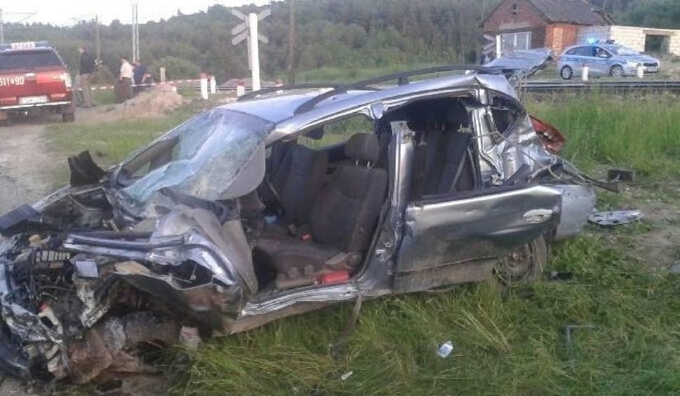 Film do artykułu: Zderzenie samochodu osobowego z pociągiem w gminie Krasocin. Ucierpała radna Danuta Trybek
