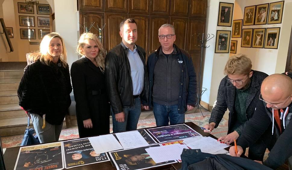 Film do artykułu: Mocne oświadczenie przewodniczącego Rady Miasta Kielce Kamila Suchańskiego w sprawie zwolnienia dyrektora Ryszarda Pomorskiego