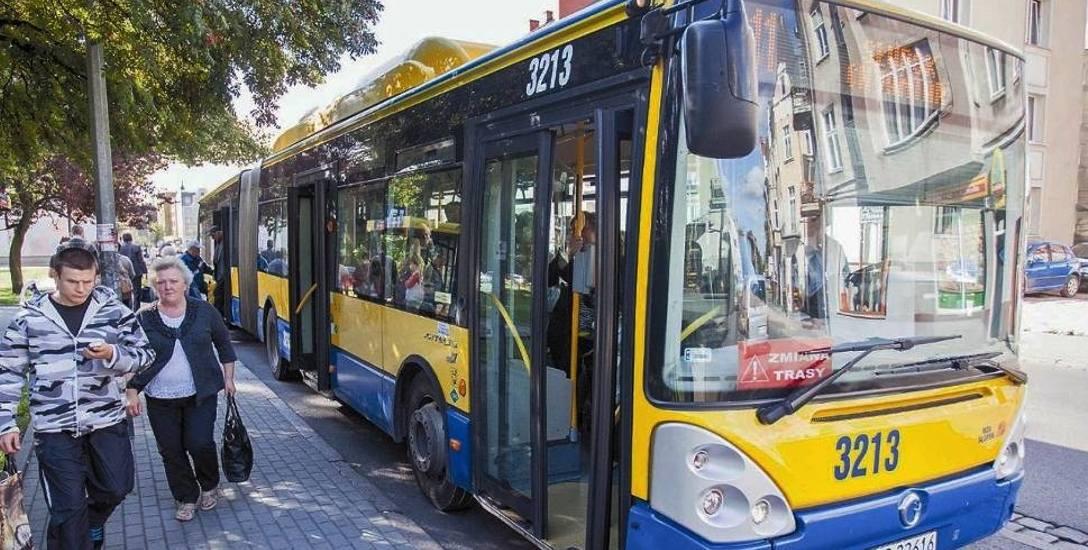 Na zewnątrz gorąco, więc duszno także w autobusach