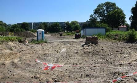 Widok na plac budowy od strony ulicy 1 Maja