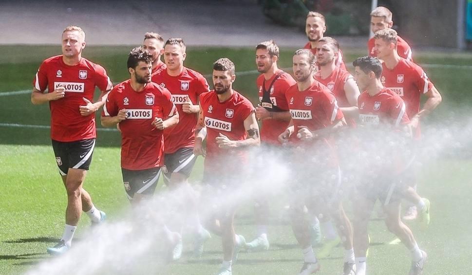 Film do artykułu: Kadra trenowała w Gdańsku. Jan Bednarek chce grać w meczu ze Szwecją, a Jakub Moder ma spuchnięte kolano i czeka na wyniki badań [zdjęcia]