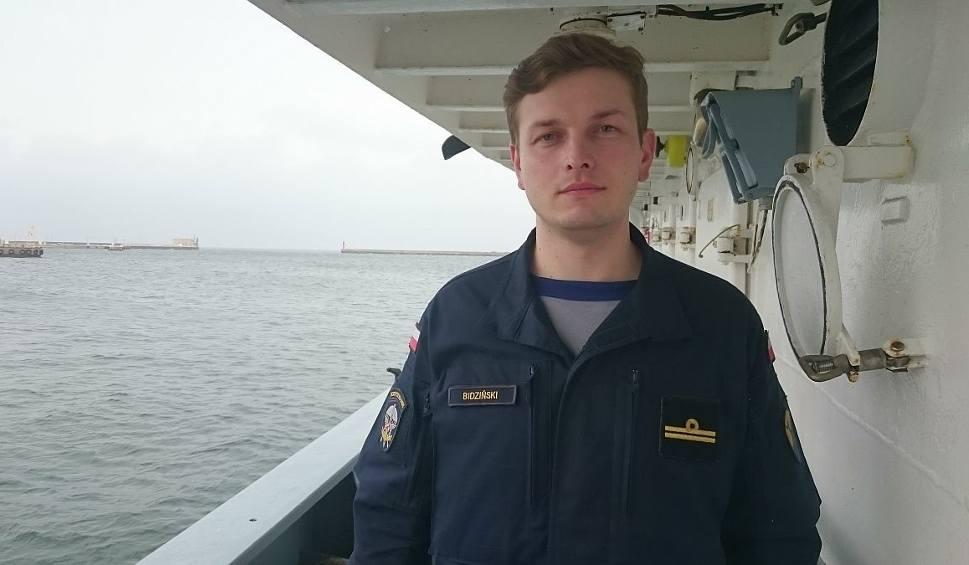Film do artykułu: Bohater spod Starachowic. Nasz żołnierz skoczył na tory i uratował człowieka w Gdańsku