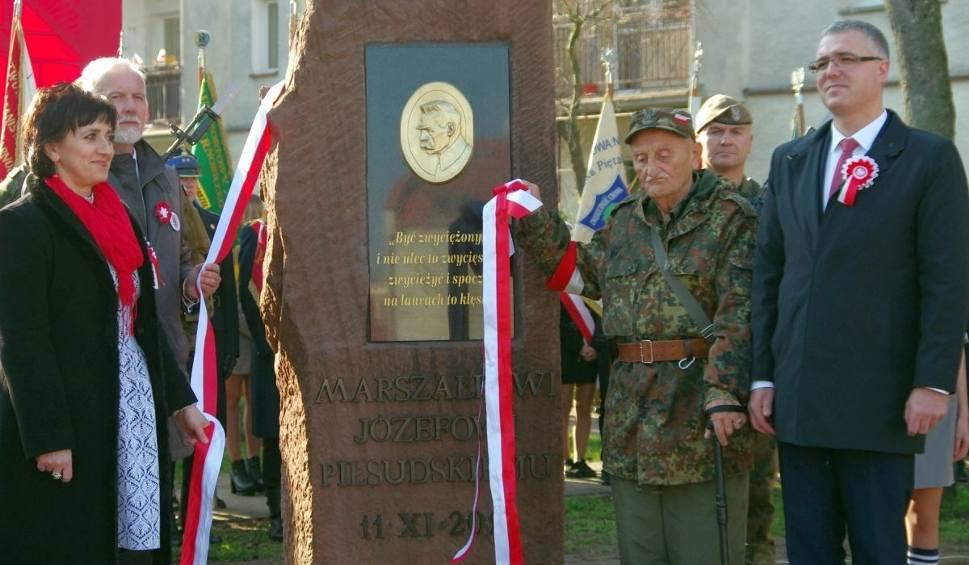 Film do artykułu: Święto Niepodległości w Tarnobrzegu. Odsłonięto pomnik Józefa Piłsudskiego [ZDJĘCIA]