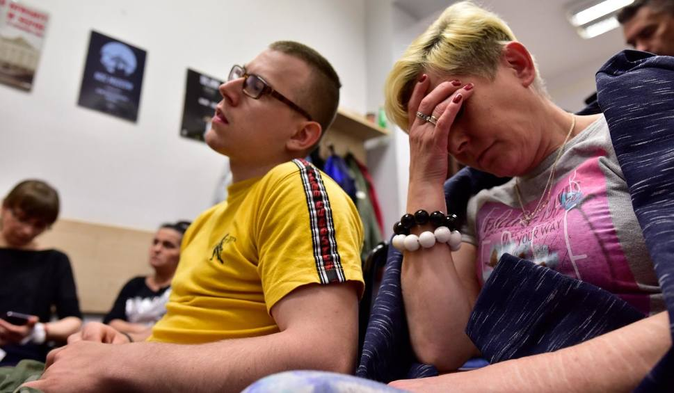 """Film do artykułu: """"Dzień Super-Matki"""" przed Sejmem. Kobiety wyraziły solidarność z matkami osób niepełnosprawnych"""