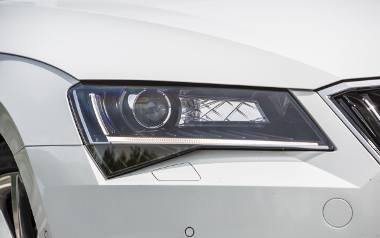 Samochody nieustannie ewoluują, nie tylko pod względem wizualnym, ale także - a może nawet przede wszystkim - technologicznym. Nowości techniczne dotyczą