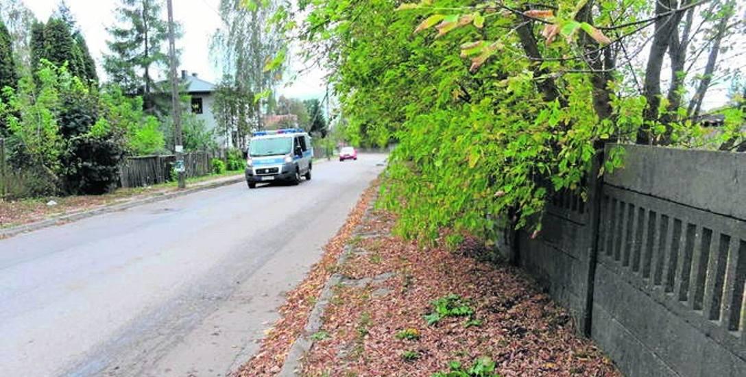 Czytelnika niepokoi stan ulicy, którą jego dzieci codziennie chodzą do szkoły.