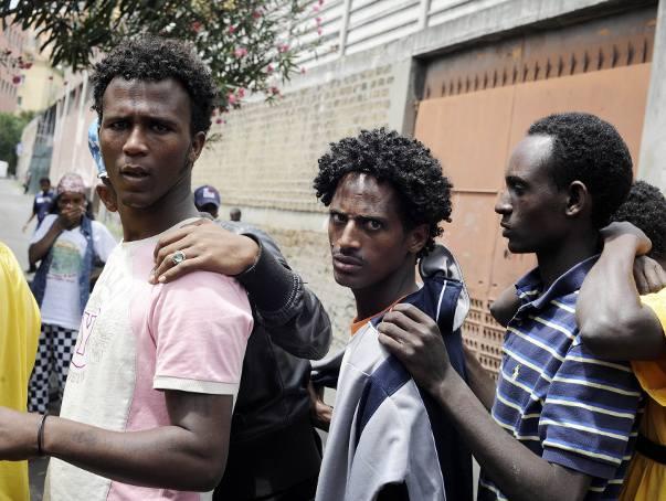 Włosi wypowiadają wojnę imigrantom. Riace pozbywa się obcych, a Lido zabiera posiłki dzieciom
