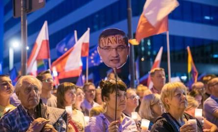 """Kraków. Kolejny dzień protestów. Tym razem pod hasłem """"Idziemy po trzecie VETO"""" [ZDJĘCIA]"""