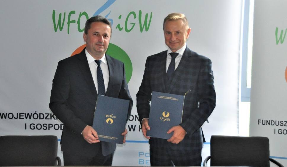 Film do artykułu: Gmina Staszów z dofinansowaniem na usunięcie azbestu. Kolejni właściciele pozbędą się trującej substancji ze swoich dachów