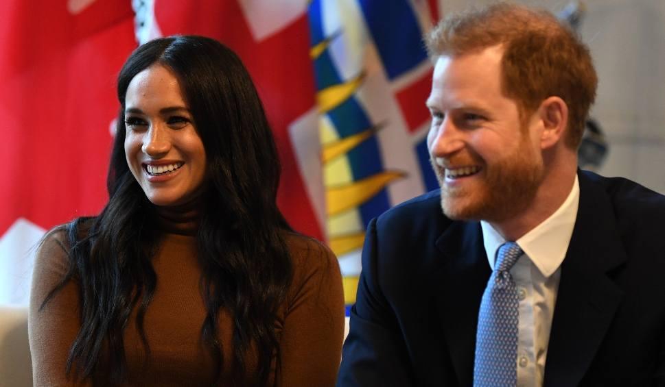 """Film do artykułu: Harry i Meghan Markle nie będą już nosić tytułów """"ich królewskich wysokości"""". Oświadczenie Pałacu Buckingham"""