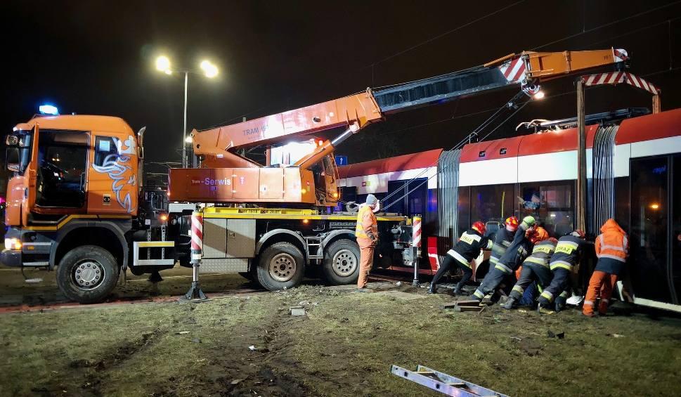 Film do artykułu: Wykolejenie tramwaju w Gdańsku. Tramwaj wypadł z torów na Błędniku. Były duże utrudnienia w centrum Gdańska  [wideo, zdjęcia]