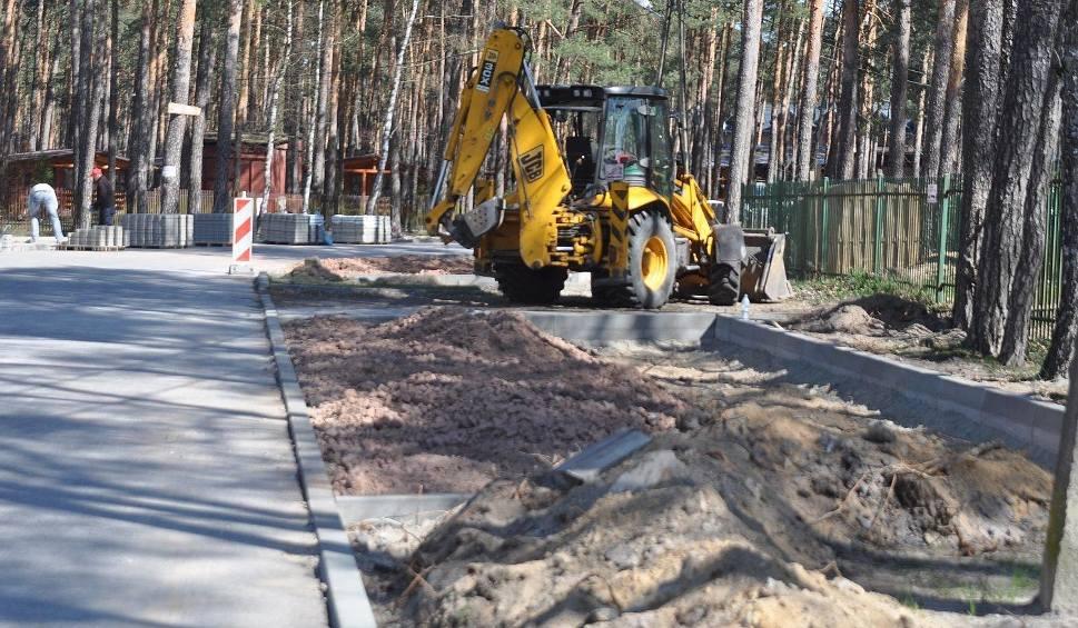 Film do artykułu: Trwają prace związane z przebudową ulicy Staszica w Sielpi [ZDJĘCIA]