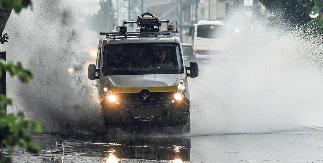 Kiepska kanalizacja deszczowa na ulicach to problem widoczny gołym okiem po większych opadach