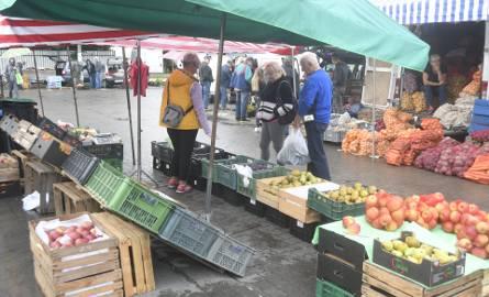 W sobotę, 26 września na giełdzie w Sandomierzu mimo kiepskiej pogody ruch był spory. Sprawdziliśmy ceny najpopularniejszych warzyw i owoców - na targowisku