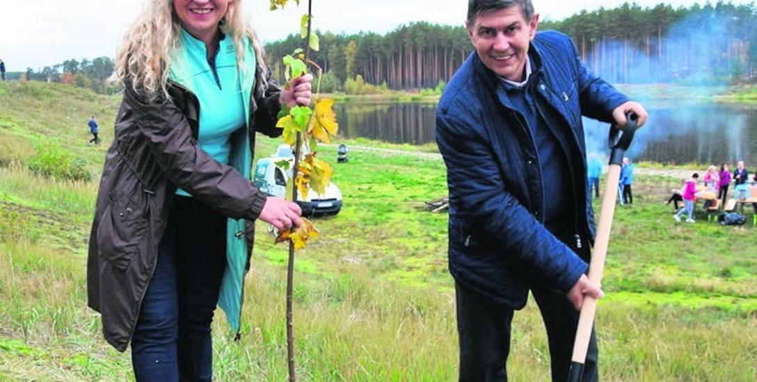 W ramach społecznej akcji gmina zyskała nowe drzewka