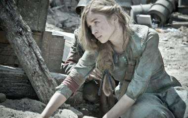 """Aktorka ma zaledwie 22 lata, a już została dostrzeżona w Polsce i za granicą. Tu: na planie filmu """"Miasto 44"""""""