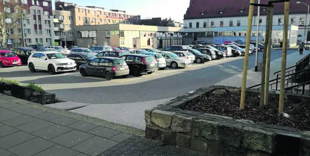 W grudniu 2016 r.  zburzono jeden pawilon i zrobiono parking. Kolejne mają stąd zniknąć w 2018 roku