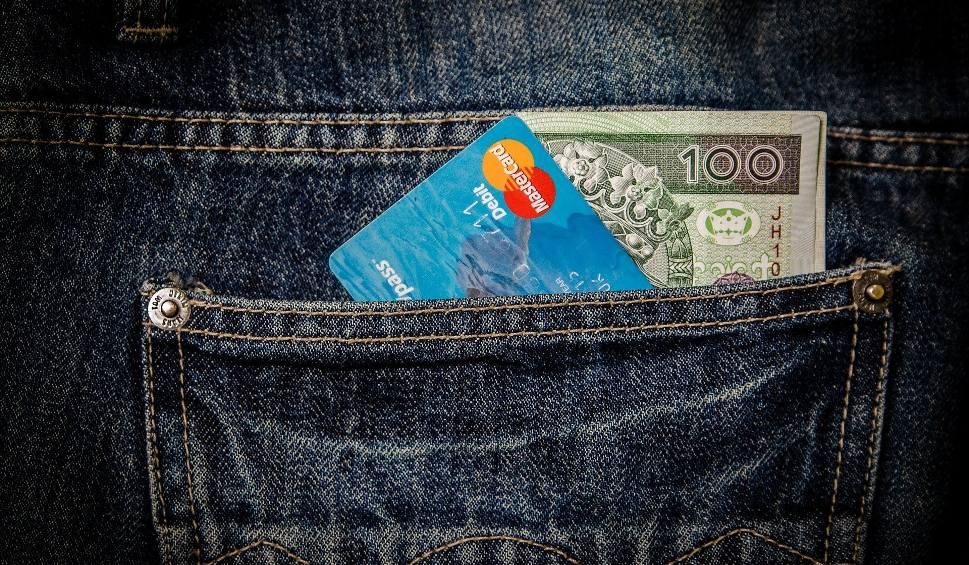 Film do artykułu: Praca w Nowej Soli. Płytkarz może zarobić nawet 12 tysięcy złotych brutto. A rzeźnik ponad 4,5 tysiąca. Sprawdź, kogo szukają pracodawcy