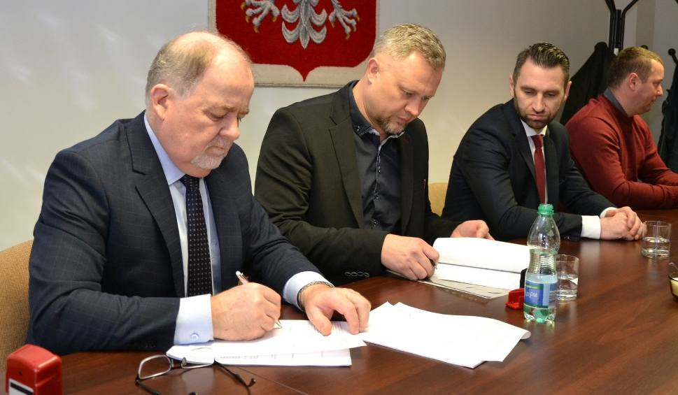 Film do artykułu: Kolejne drogi w powiecie stalowowolskim do poprawy