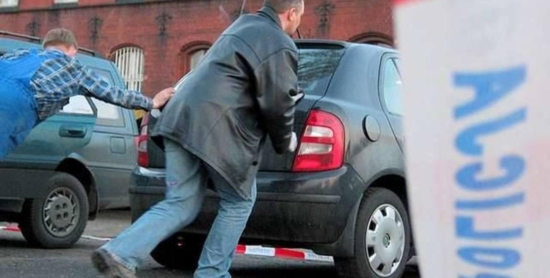 17 marca 2004 roku na parkingu przed Dworcem Głównym w Toruniu odnalazła się czarna skoda fabia, którą Ola wracała ze Szczyrku. W aucie nie było jej