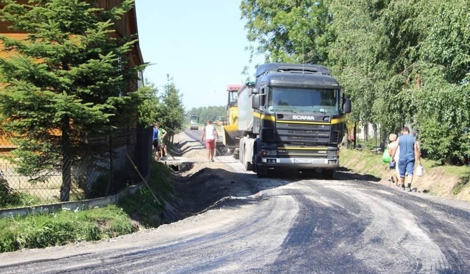 Film do artykułu: Gmina Przytyk: trwa budowa drogi gminnej w miejscowości Sukóww powiecie radomskim