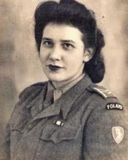 """Krystyna Hanula, po mężu Hojka, łączniczka w kompanii """"Orbis"""", w mundurze żołnierza 2. Korpusu Polskiego."""