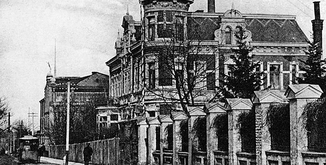 Widok na budynek zarządu fabryki Beckera. Dziś obiekt ten nazywany jest pałacykiem Beckiera. Ostatnio przeszedł gruntowny remont.
