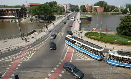 Od weekendu kolejne remonty we Wrocławiu. Zmiany w komunikacji miejskiej (MAPY, OBJAZDY)