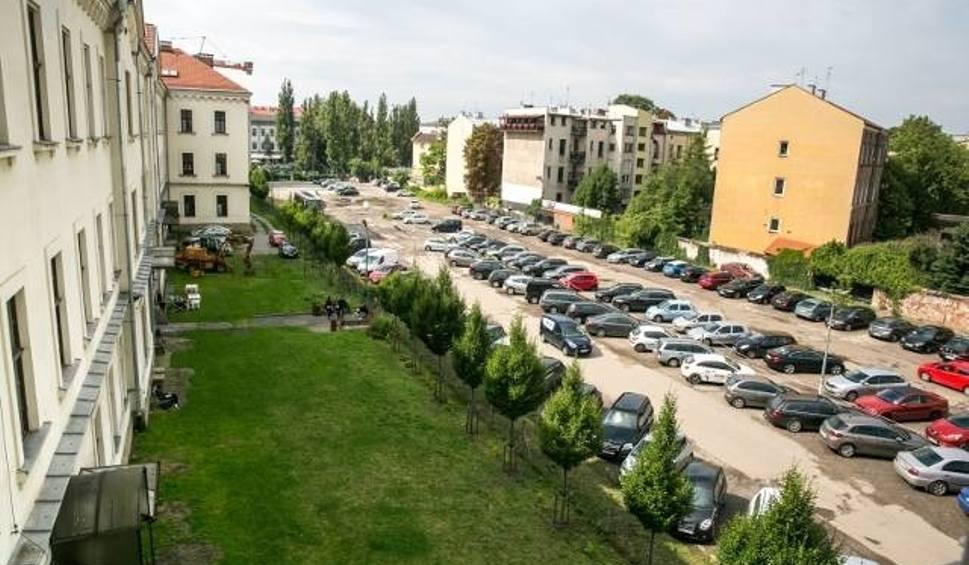 Film do artykułu: Kraków. Porozumienie w sprawie Zielonej Czytelni i parku przy Karmelickiej