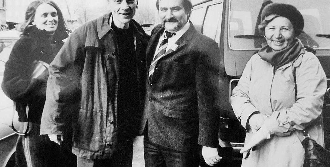 15.04. 1984 r. Milczanowski wychodzi z więzienia w Braniewie. Wita go Lech Wałęsa, Wanda Milczanowska i żona Sławomira