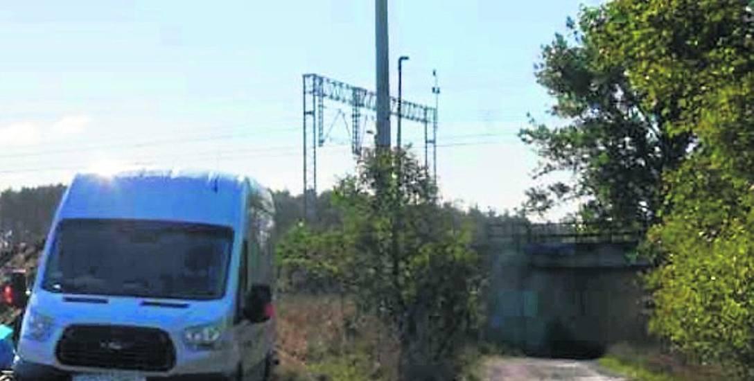 Maszt telefonii komórkowej w Toporowie wzbudza wiele emocji. Mieszkańcy twierdzą, że znajduje się on zbyt blisko domów